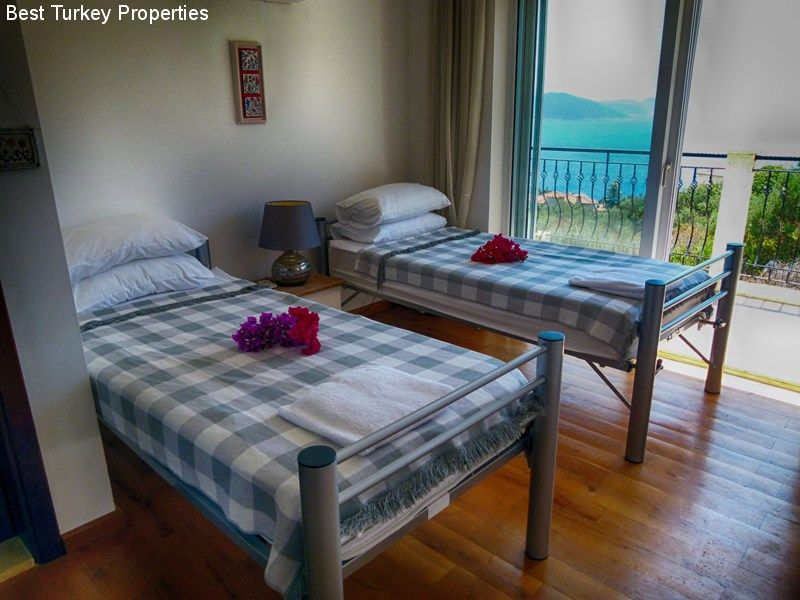 b The big twin bedroom (#) with balcony overlooking the Med & Pool Terrace